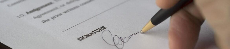 podpisanie dokumentu, pozew